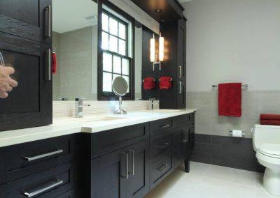 Black and white bath 4