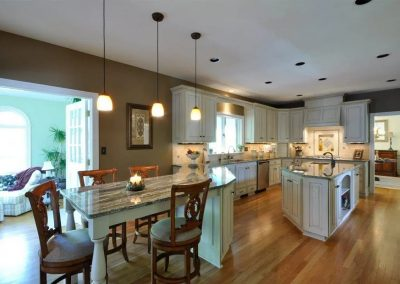 Kitchen with combined counter and dining table
